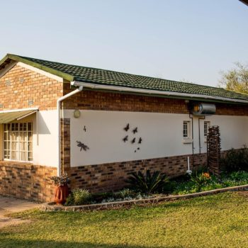 riverview rooms botswana-camping-lodges-chalets-self-catering-accommodation-francistown-botswana-bush-hotel-holiday-camp-shop-facilities-safari-game-tours-camping-africa24